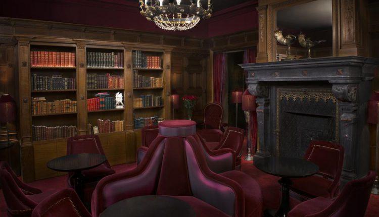 Bibliothèque de l'hôtel Souquet à Paris